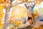 осенью с мамой и папой