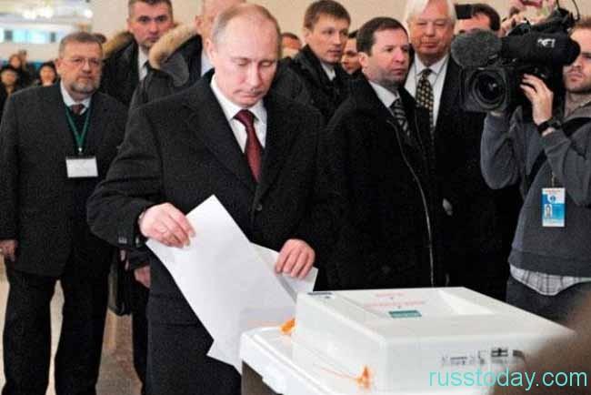 В.Путин голосует
