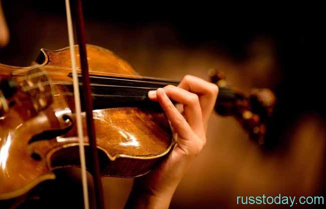 скрипка и рука