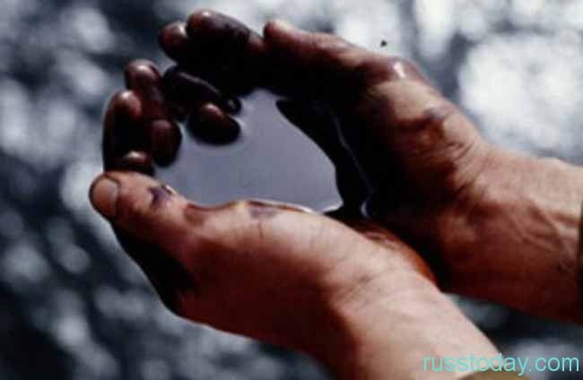 нефть в руках