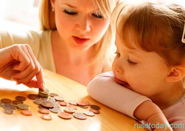 мама,девочка и денежки