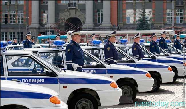 полицейские и машины