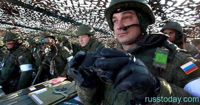 бинокль и военный