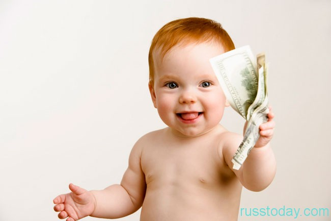 малыш с деньгами