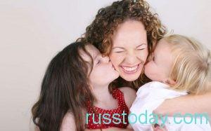 два ребенка и мама