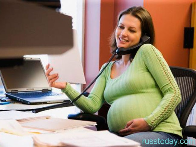 будущая мама за работой