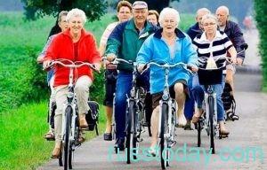 пенсионеры на велосипедах