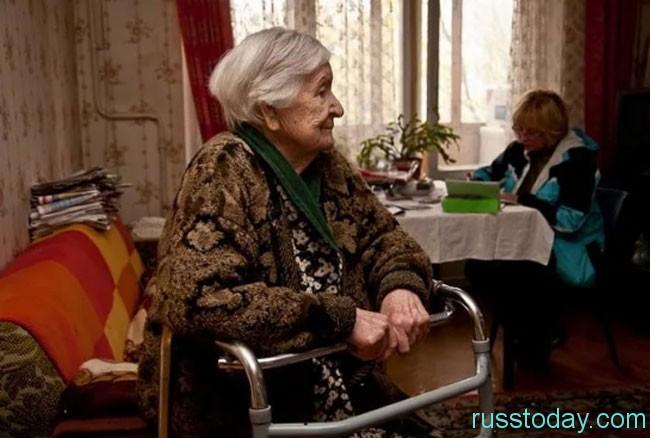 пожилая женщина