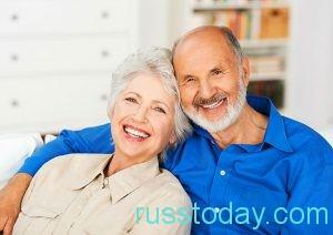 улыбающиеся пенсионеры