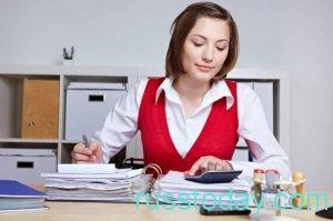 бухгалтер за работой