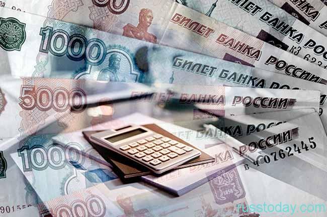 бумажные деньги и калькулятор