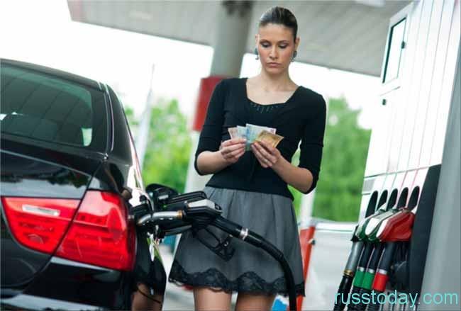 девушка,бензин и деньги