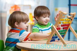 о повышении окладов воспитателям в России