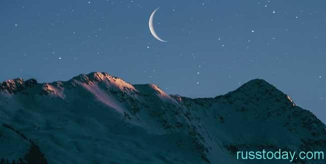 луна на небосводе начинает уменьшаться в размерах