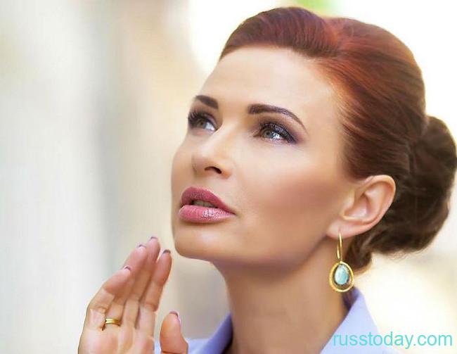 49-летняя Эвелина Блёданс