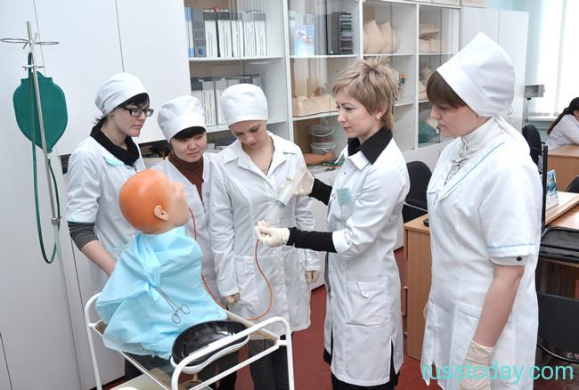 представители медсестринского и акушерского составов
