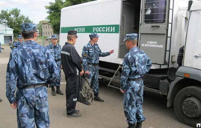 Сотрудники ФСИН за работой.
