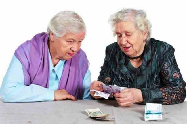 Пенсионерки с деньгами в руках