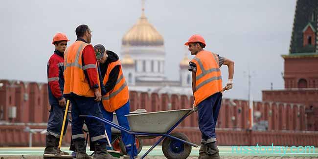 Иностранные работники на красной площади