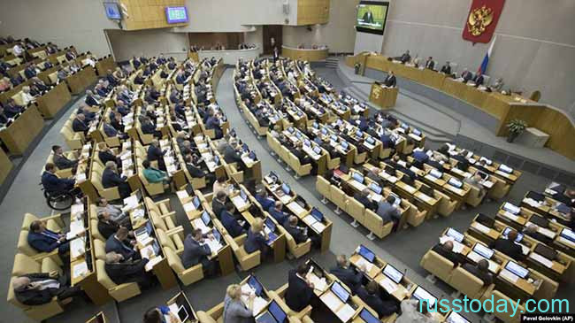 Депутаты госдумы в сессионной зале