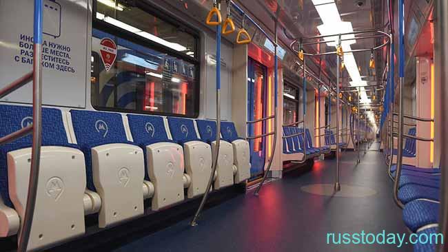 Вагон метро изнутри