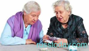 Бабушки пенсионерки считают деньги
