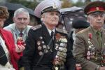 Военные ветераны в орденах и медалях