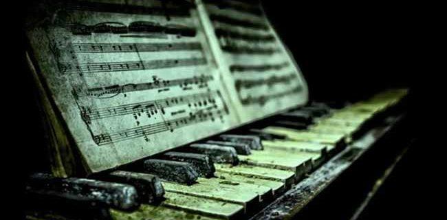 Строе фортепиано с нотами