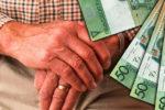 Пенсионер в Беларуси с деньгами