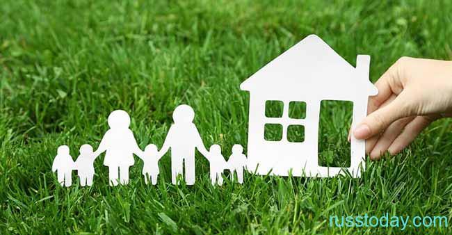 Макет дома и семьи