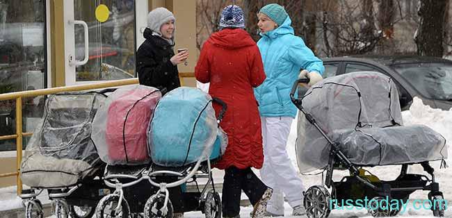 Молодые мамы с колясками